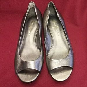 Cole Haan pewter 6 wedge